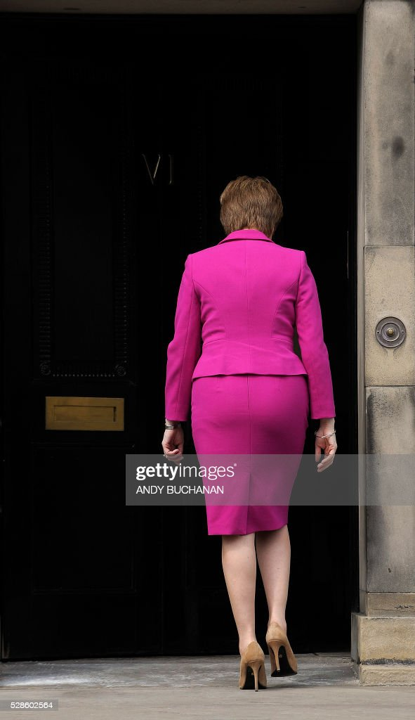 Scotland's First Minister and SNP leader Nicola Sturgeon walks back into Bute House, the official residence of the Scottish First Minister, in Edinburgh, Scotland, on May 6, 2016, after addressing the media. Scottish nationalists won a third term in power but lost their outright majority Friday in one of a series of local and regional elections seen as a key test for Labour leader Jeremy Corbyn. / AFP / Andy Buchanan