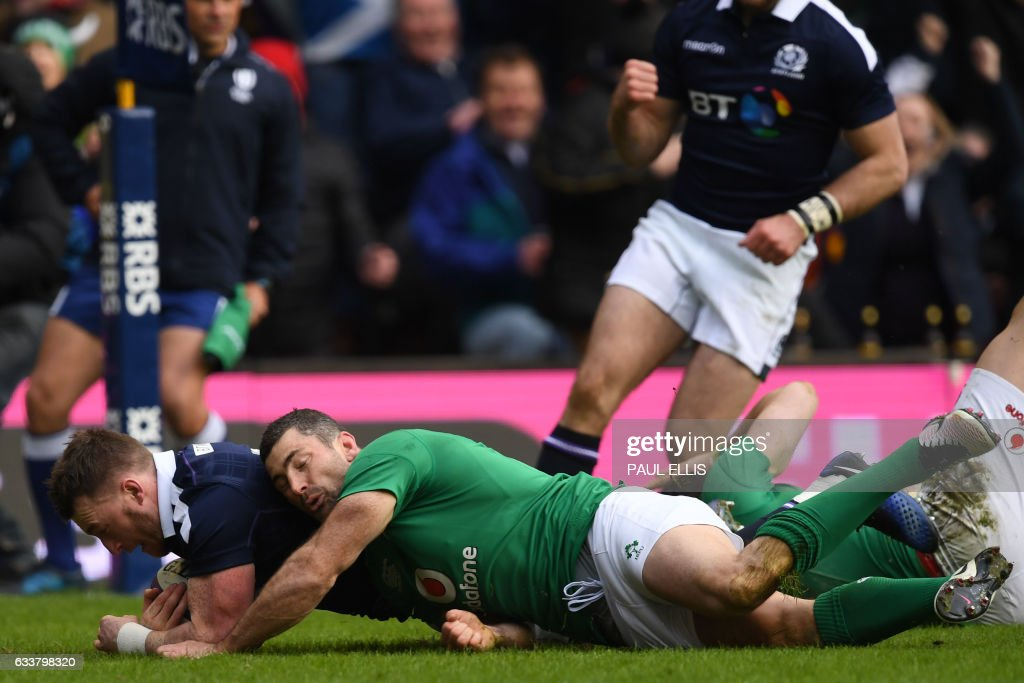 Scotland's full back Stuart Hogg (L) scores their first try during the Six Nations international rugby union match between Scotland and Ireland at Murrayfield in Edinburgh, Scotland on February 4, 2017. / AFP / Paul ELLIS