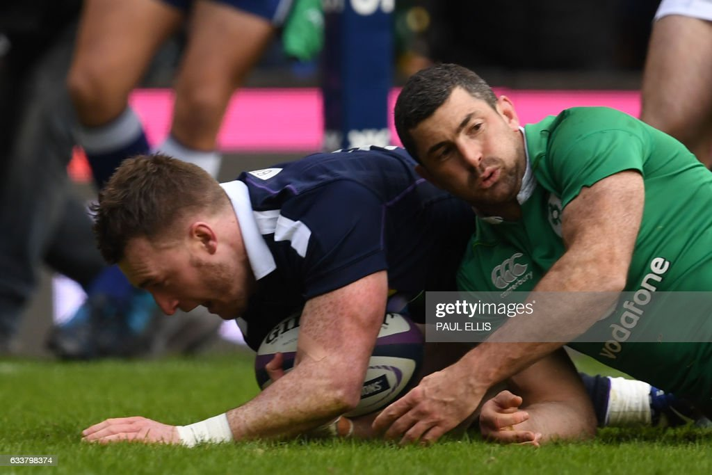 Scotland's full back Stuart Hogg (L) scores their first try during the Six Nations international rugby union match between Scotland and Ireland at Murrayfield in Edinburgh, Scotland on February 4, 2017. / AFP / PAUL