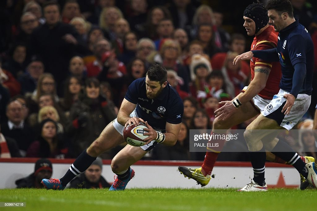 Scotland's wing Tommy Seymour (L) scores his team's first try during the Six Nations international rugby union match between Wales and Scotland at the Principality Stadium in Cardiff, south Wales, on February 13, 2016. / AFP / PAUL ELLIS / RESTRICTED TO EDITORIAL USE. Use in books subject to Welsh Rugby Union (WRU) approval.
