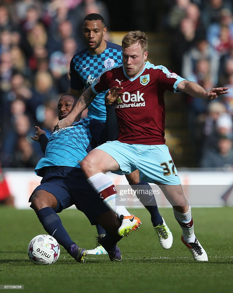 Scott Arfield of Burnley tangles with David Hoilett of QPR during the Sky Bet Championship match between Burnley and Queens Park Rangers at Turf Moor...