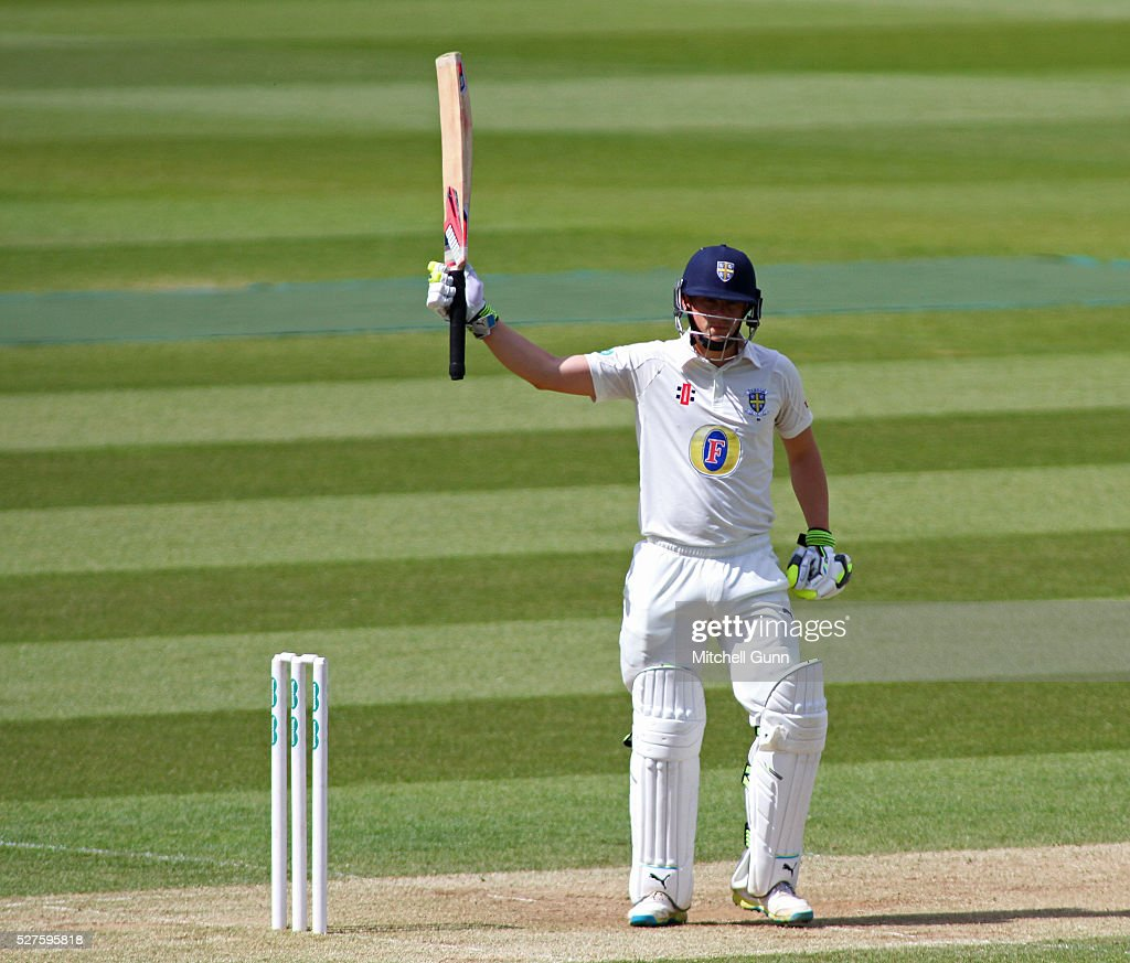 <a gi-track='captionPersonalityLinkClicked' href=/galleries/search?phrase=Scott+Borthwick&family=editorial&specificpeople=5644012 ng-click='$event.stopPropagation()'>Scott Borthwick</a> of Durham raises his bat and celebrates scoring a half century during the Specsavers County Championship Division One match between Surrey and Durham at the Kia Oval Cricket Ground, on May 03, 2016 in London, England.