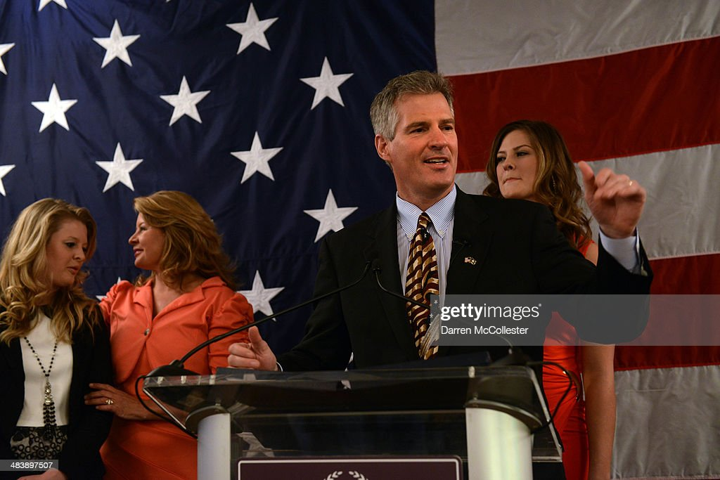 Scott Brown formally announces his candidacy for U.S. Senate April 10, 2014 at Sheraton Portsmouth Harborside Hotel along with his wife Gail (C), and daughters Ayla (R) and Arianna in Portsmouth, New Hampshire. Brown, a former U.S. Senator in Massachusetts, recently moved to New Hampshire, and will take on incumbent U.S. Senator Jeanne Shaheen.