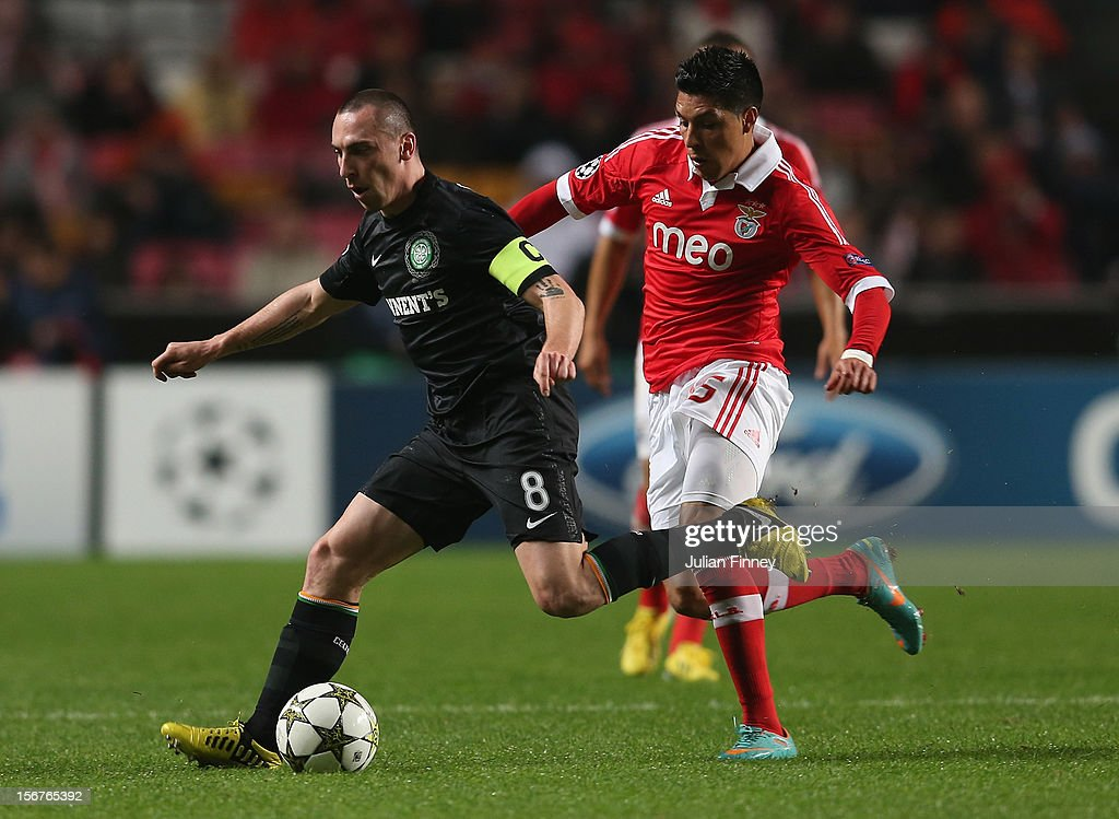 Scott Brown of Celtic battles with Melgarejo of Benfica during the UEFA Champions League, Group G match between SL Benfica and Celtic FC at Estadio da Luz on November 20, 2012 in Lisbon, Portugal.