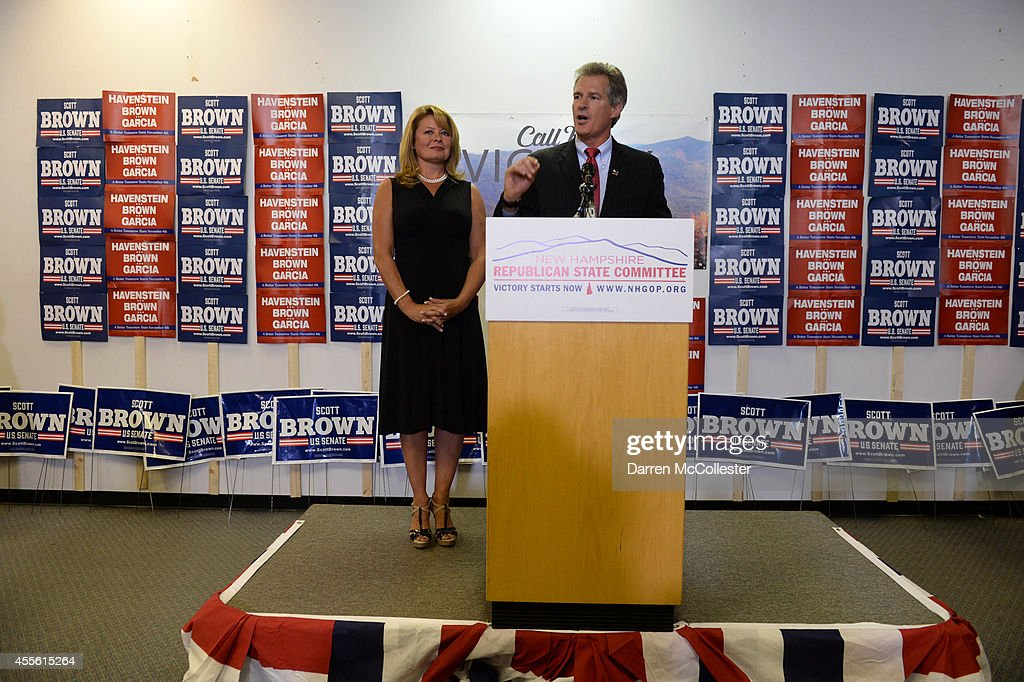 Scott Brown speaks at the New Hampshire GOP Salem headquarters with wife Gail Huff after being introduced by New Jersey Governor Chris Christie September 17, 2014 in Salem, New Hampshire. Brown is the Republican U.S. Senate nominee who will take on incumbent Democrat Jeanne Shaheen in the general election in November.