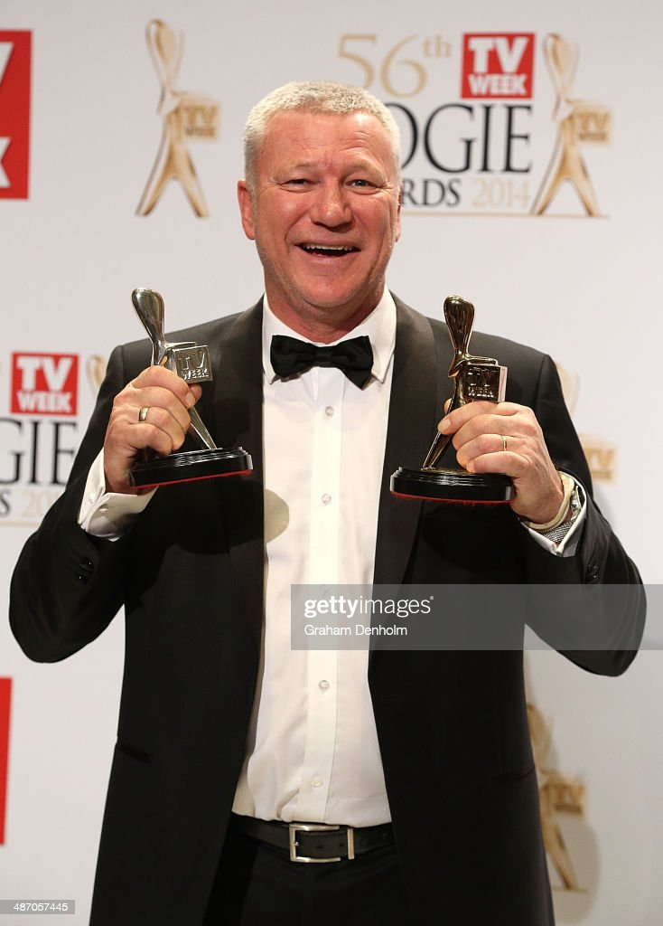 <a gi-track='captionPersonalityLinkClicked' href=/galleries/search?phrase=Scott+Cam&family=editorial&specificpeople=236121 ng-click='$event.stopPropagation()'>Scott Cam</a> poses in the awards room after winning the Gold Logie for Most Popular Personality on Television at the 2014 Logie Awards at Crown Palladium on April 27, 2014 in Melbourne, Australia.
