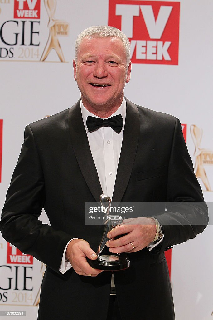<a gi-track='captionPersonalityLinkClicked' href=/galleries/search?phrase=Scott+Cam&family=editorial&specificpeople=236121 ng-click='$event.stopPropagation()'>Scott Cam</a> poses in the awards room after winning the Logie for Most Popular Presenter at the 2014 Logie Awards at Crown Palladium on April 27, 2014 in Melbourne, Australia.