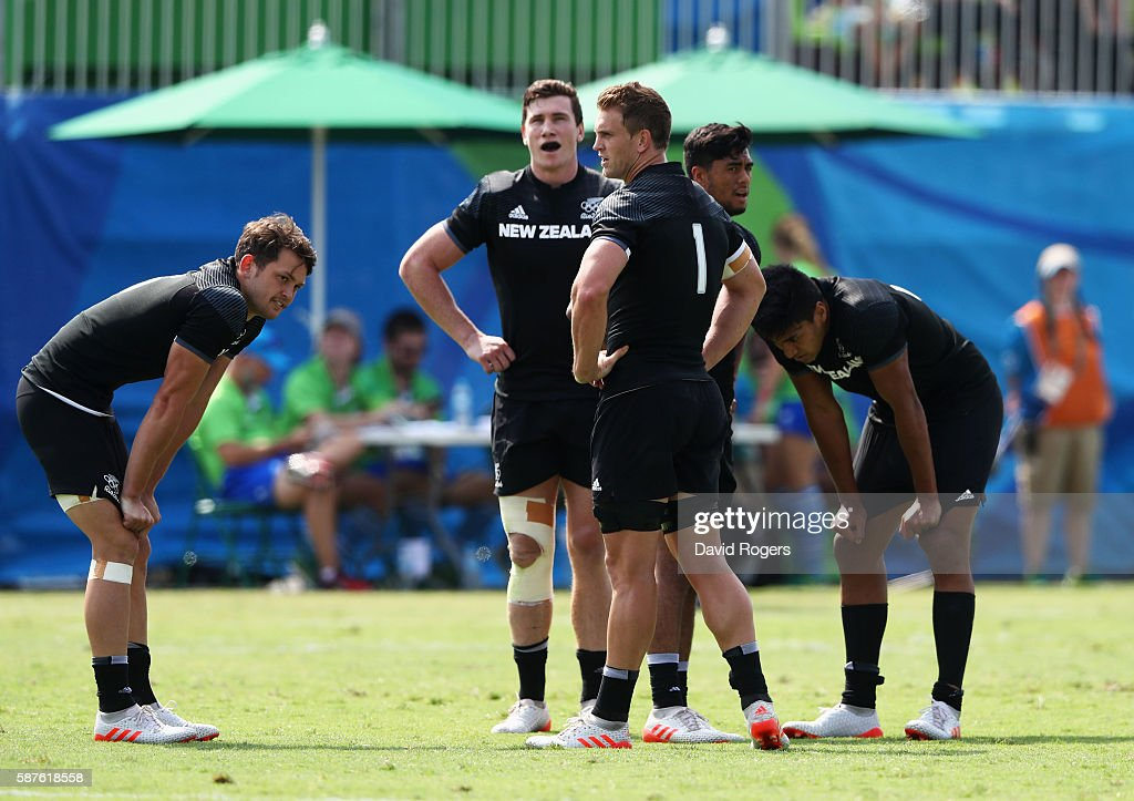 Scott Curry of New Zealand and team mates look dejected in defeat after the Men's Rugby Sevens Pool C match between New Zealand and Japan on Day 4 of...