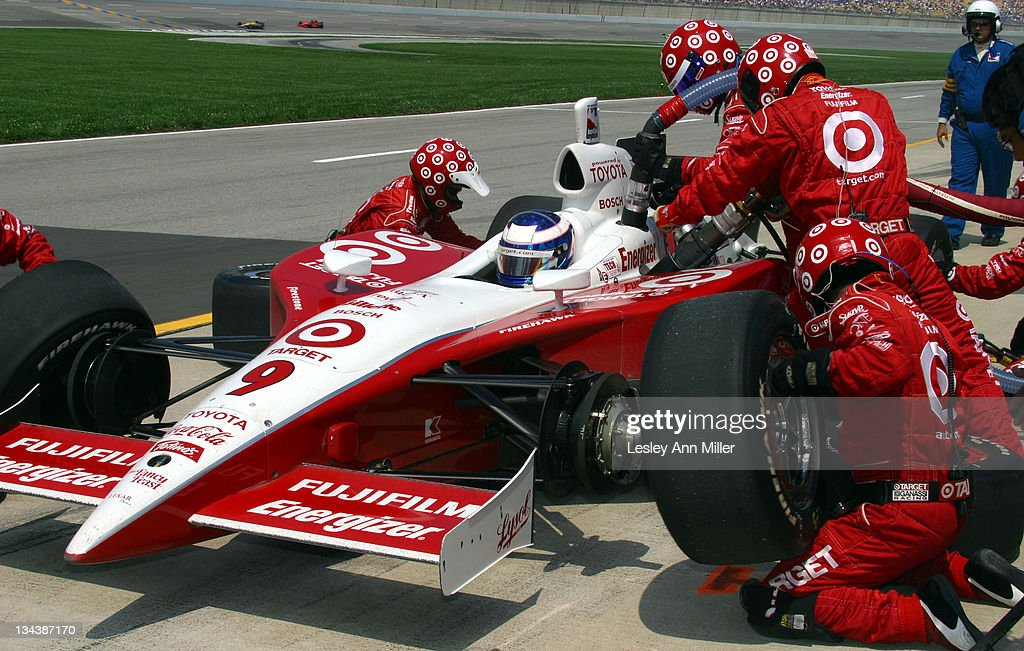 <a gi-track='captionPersonalityLinkClicked' href=/galleries/search?phrase=Scott+Dixon&family=editorial&specificpeople=183395 ng-click='$event.stopPropagation()'>Scott Dixon</a> receives pit service during 2003 IndyCar Belterra Casino 300 at Kentucky Speedway in Sparta, Kentucky, United States.