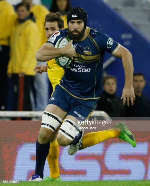 Scott Fardy of Brumbies runs with the ball during a match between Jaguares and Brumbies as part of Super Rugby Rd 14 at Jose Amalfitani Stadium on...