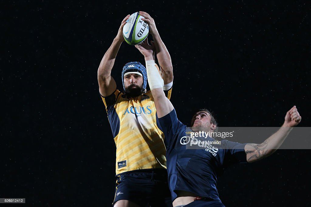 <a gi-track='captionPersonalityLinkClicked' href=/galleries/search?phrase=Scott+Fardy&family=editorial&specificpeople=4500470 ng-click='$event.stopPropagation()'>Scott Fardy</a> of the Brumbies gets the lineout ball during the Super Rugby round ten match between the Highlanders and Brumbies at Rugby Park on April 30, 2016 in Invercargill, New Zealand.