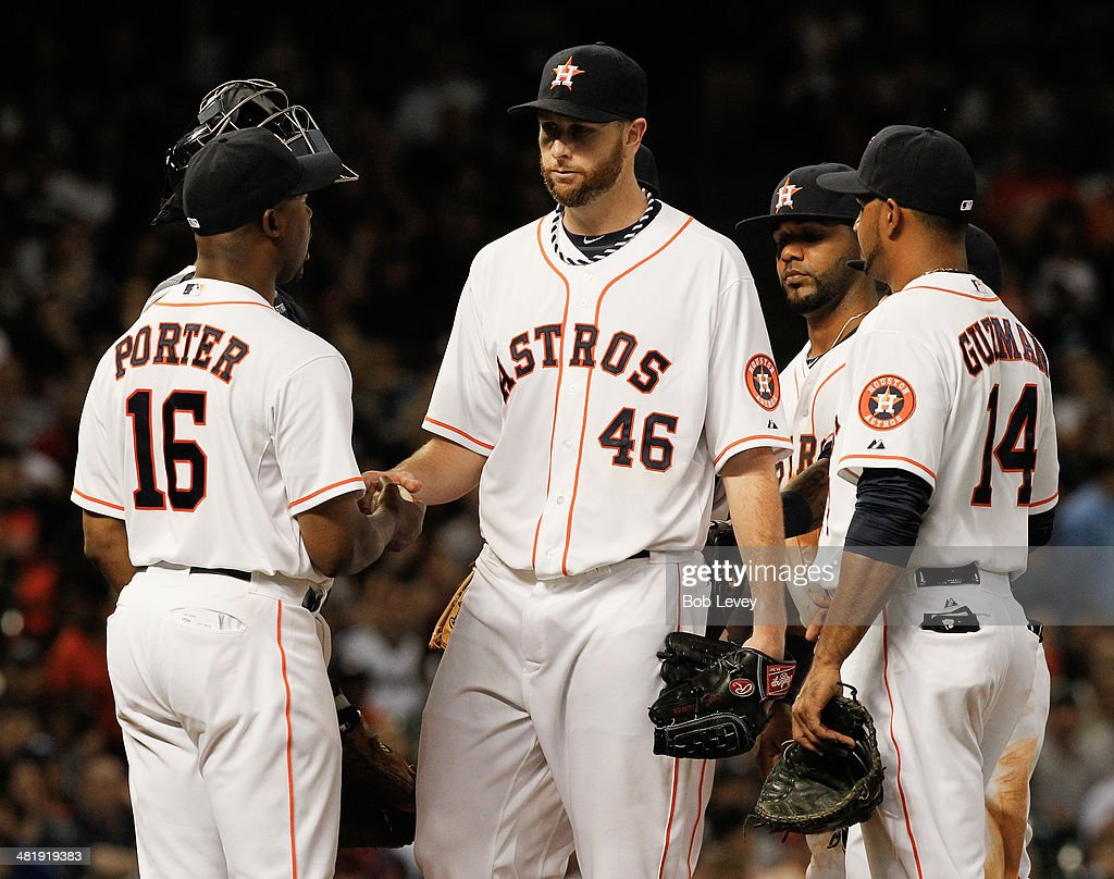 <a gi-track='captionPersonalityLinkClicked' href=/galleries/search?phrase=Scott+Feldman&family=editorial&specificpeople=540379 ng-click='$event.stopPropagation()'>Scott Feldman</a> #46 of the Houston Astros hands the ball to manager manager Bo Porter #16 as he leaves the game in the seventh inning as Jesus Guzman #14 looks on against the New York Yankees at Minute Maid Park on April 1, 2014 in Houston, Texas.