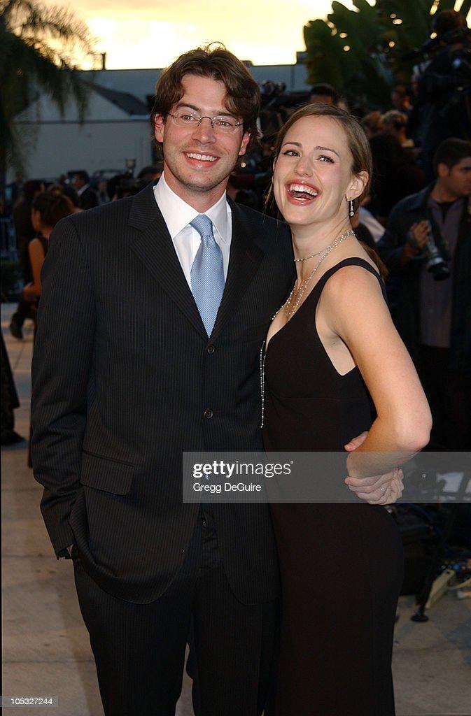 Scott Foley Jennifer Garner during 2002 Vanity Fair Oscar Party Hosted by Graydon Carter Arrivals at Morton's Restaurant in Beverly Hills California...