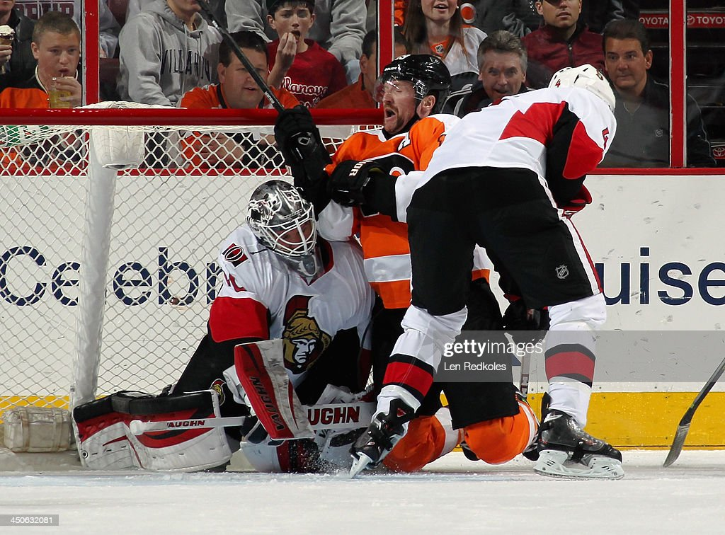 Scott Hartnell #19 of the Philadelphia Flyers collides with goaltender Robin Lehner #40 of the Ottawa Senators in the second period on November 19, 2013 at the Wells Fargo Center in Philadelphia, Pennsylvania.