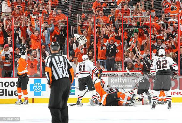 Scott Hartnell of the Philadelphia Flyers scores on goaltender Antti Niemi of Chicago Blackhawks to tie the game 33 to end the third period of Game...