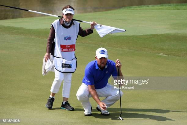Scott Hend of Australia lines up a putt during the first round of the DP World Tour Championship at Jumeirah Golf Estates on November 16 2017 in...