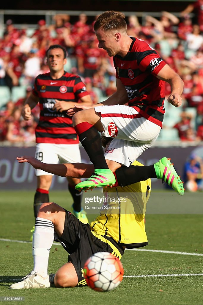 <a gi-track='captionPersonalityLinkClicked' href=/galleries/search?phrase=Scott+Jamieson+-+Soccer+Player&family=editorial&specificpeople=4192734 ng-click='$event.stopPropagation()'>Scott Jamieson</a> of the Wanderers attempts a shot at goal during the round 19 A-League match between the Western Sydney Wanderers and the Wellington Phoenix at Pirtek Stadium on February 14, 2016 in Sydney, Australia.