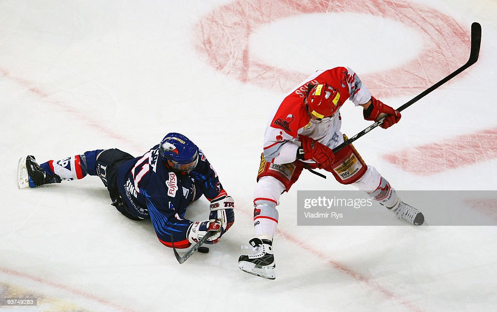 Scott King of Adler and Andre Reiss of Scorpions battle for the puck during the Deutsche Eishockey Liga game between Adler Mannheim and Hannover...