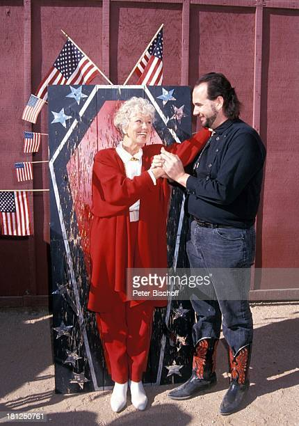 Scott Miller Maria Sebaldt neben den Dreharbeiten zur PRO 7 Serie 'Glueckliche Reise ' Folge 15 'USA/Arizona' Episode 1 'Ein Seniorenheim im...
