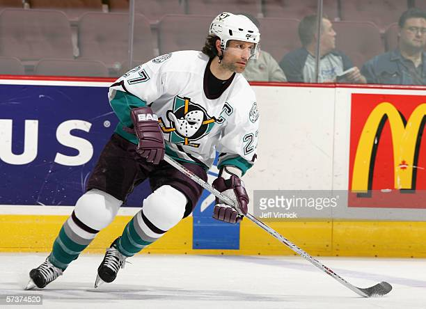 Scott Niedermayer of the Anaheim Mighty Ducks skates against the Vancouver Canucks during the NHL game at General Motors Place on April 10 2006 in...