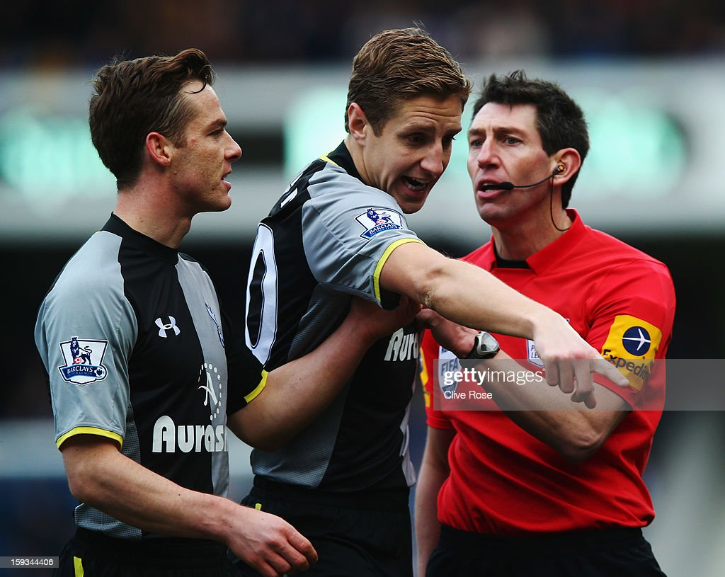 Scott Parker (L) and <a gi-track='captionPersonalityLinkClicked' href=/galleries/search?phrase=Michael+Dawson+-+Soccer+Player&family=editorial&specificpeople=453217 ng-click='$event.stopPropagation()'>Michael Dawson</a> (C) of Tottenham Hotspur appeal to match referee Lee Probert (R) during the Barclays Premier League match between Queens Park Rangers and Tottenham Hotspur at Loftus Road on January 12, 2013 in London, England.