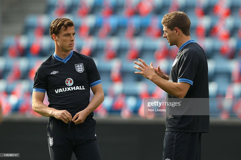Scott Parker and <a gi-track='captionPersonalityLinkClicked' href=/galleries/search?phrase=Steven+Gerrard&family=editorial&specificpeople=202052 ng-click='$event.stopPropagation()'>Steven Gerrard</a> of England talk during the England training session at the Ullevaal Stadion on May 25, 2012 in Oslo, Norway.