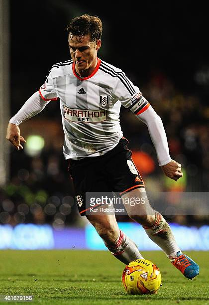 Scott Parker of Fulham runs with the ball during the Sky Bet Championship match between Fulham and Reading at Craven Cottage on January 17 2015 in...