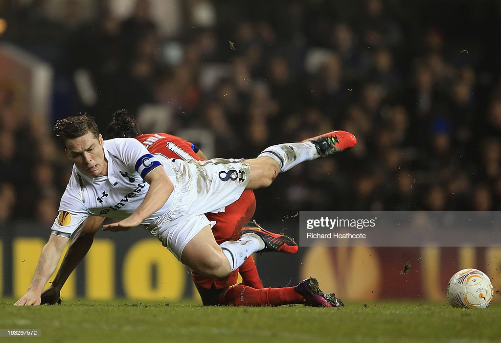 Scott Parker of Tottenham Hotspur falls under the challenge by Alvaro Pereira of FC Internazionale Milano during the UEFA Europa League Round of 16 First Leg match between Tottenham Hotspur and FC Internazionale Milano at White Hart Lane on March 7, 2013 in London, England.