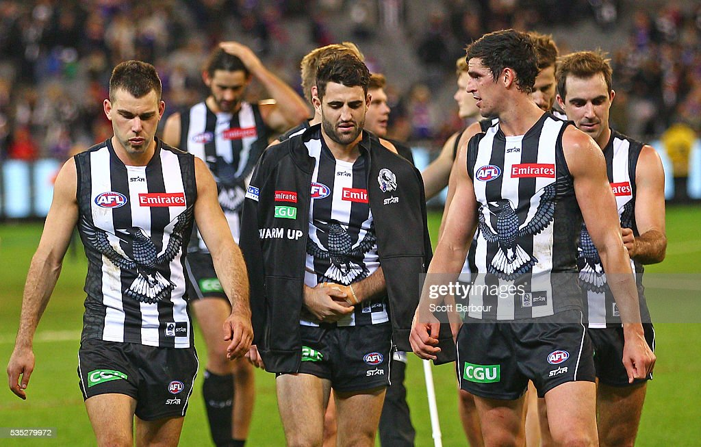 <a gi-track='captionPersonalityLinkClicked' href=/galleries/search?phrase=Scott+Pendlebury&family=editorial&specificpeople=585782 ng-click='$event.stopPropagation()'>Scott Pendlebury</a> of the Magpies and his teammates incuding an injured Alex Fasolo of the Magpies leave the field after they lost the round 10 AFL match between the Collingwood Magpies and the Western Bulldogs at Melbourne Cricket Ground on May 29, 2016 in Melbourne, Australia.
