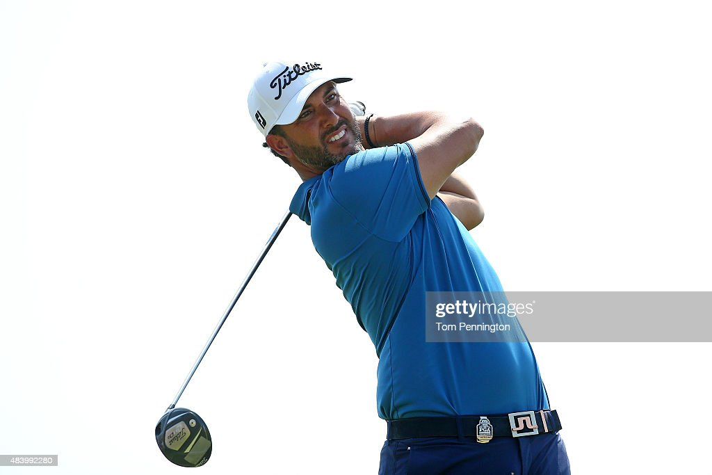<a gi-track='captionPersonalityLinkClicked' href=/galleries/search?phrase=Scott+Piercy&family=editorial&specificpeople=4464716 ng-click='$event.stopPropagation()'>Scott Piercy</a> of the United States watches his tee shot on the ninth hole during the second round of the 2015 PGA Championship at Whistling Straits on August 14, 2015 in Sheboygan, Wisconsin.