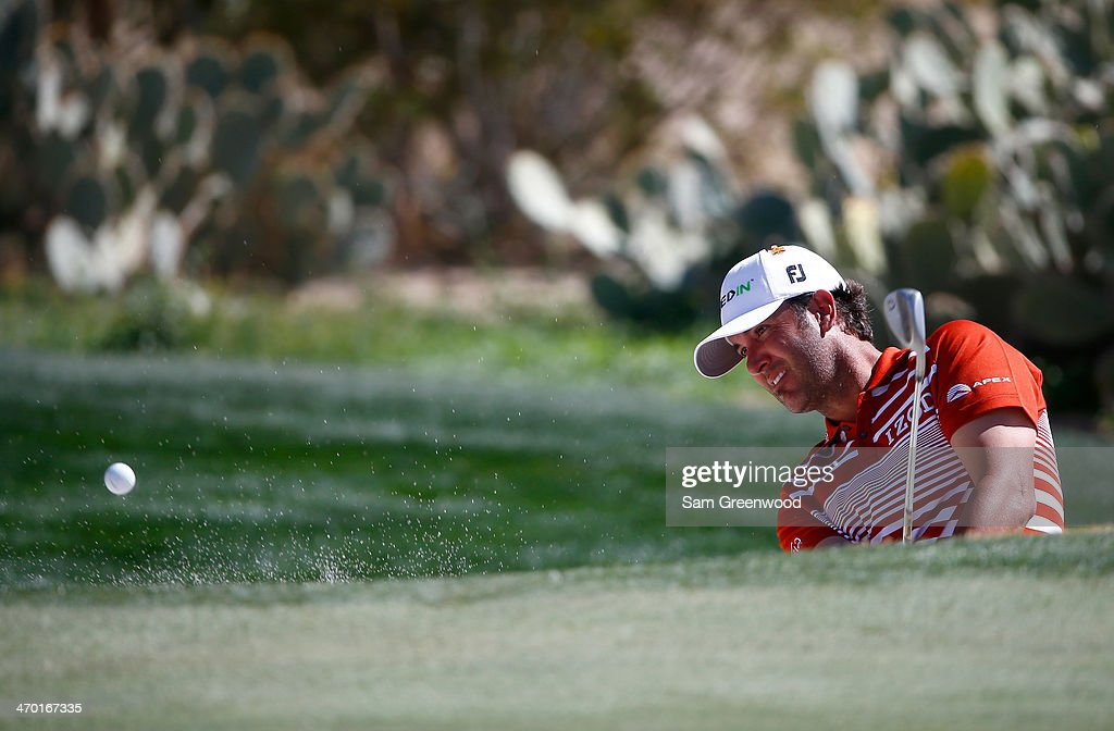 <a gi-track='captionPersonalityLinkClicked' href=/galleries/search?phrase=Scott+Piercy&family=editorial&specificpeople=4464716 ng-click='$event.stopPropagation()'>Scott Piercy</a> plays a shot during a practice round prior to the World Golf Championships-Accenture Match Play Championship at the Golf Club at Dove Mountain on February 18, 2014 in Marana, Arizona.