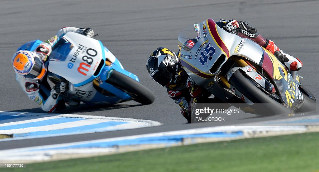 Scott Reading (R) of Britain leads Esteve Rabat (L) of Spain during practice for the Australian MotoGP Grand Prix at Phillip Island on October 18, 2013. AFP PHOTO/Paul Crock USE