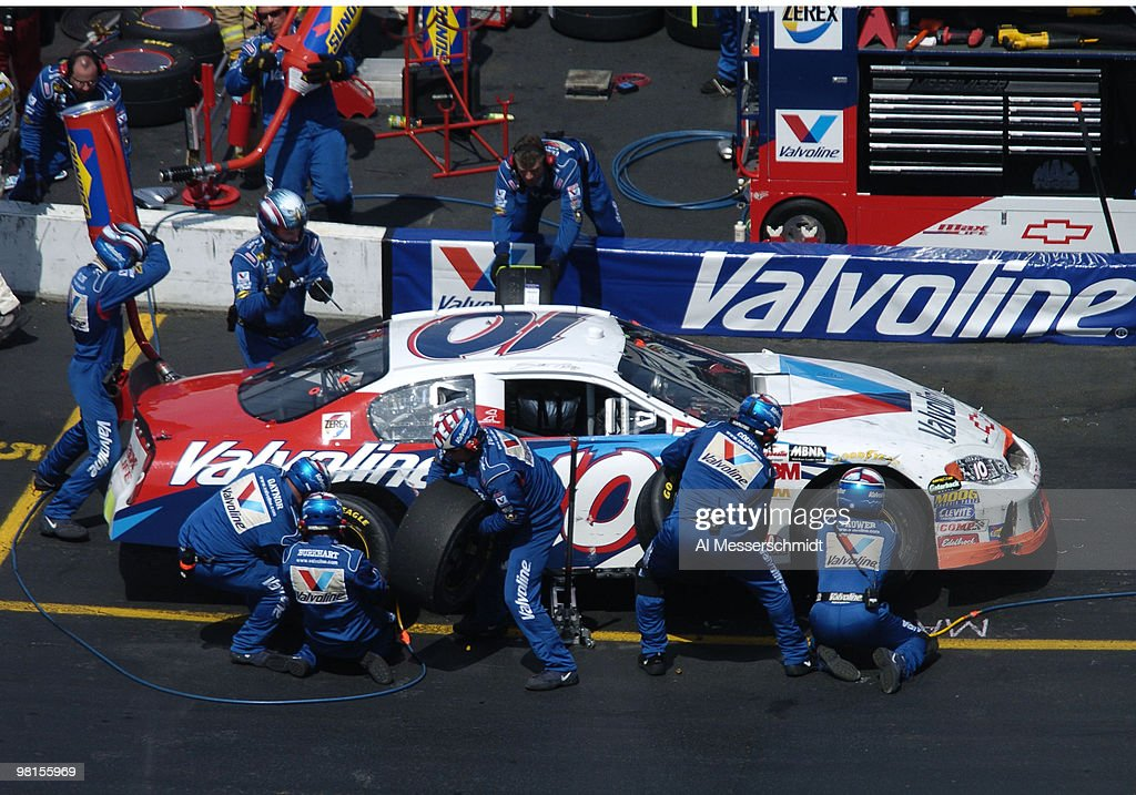 Scott Riggs pit crew rushes through a tire change Sunday April 18 2004 in the NASCAR Advance Auto Parts 500 at Martinsville Speedway