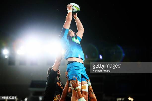 Scott Scranton of the Blues secures lineout ball during the round 14 Super Rugby match between the Blues and the Chiefs and Eden Park on May 26 2017...