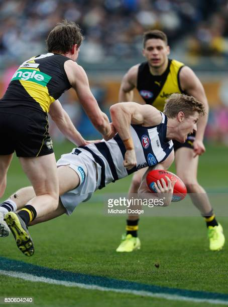Scott Selwood of the Cats handballs during the round 21 AFL match between the Geelong Cats and the Richmond Tigers at Simonds Stadium on August 12...