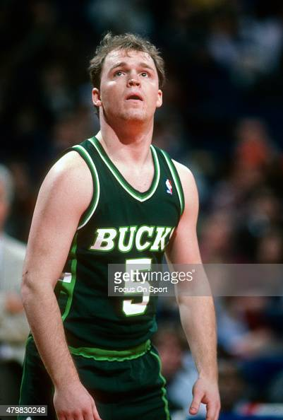 Scott Skiles of the Milwaukee Bucks looks on against the Washington Bullets during an NBA basketball game circa 1986 at the Capital Centre in...