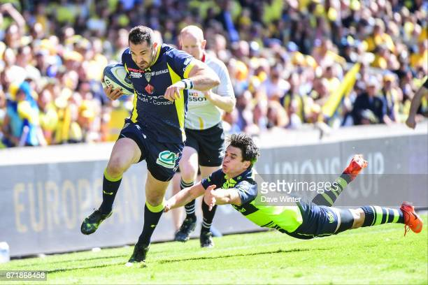 Scott Spedding of Clermont escapes from Joey Carbery of Leinster during the European Champions Cup semi final match between AS Clermont and Leinster...