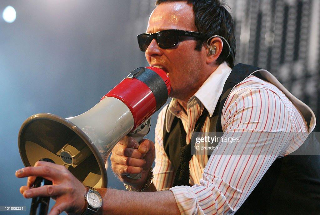 Scott Weiland of Stone Temple Pilots performs at the Verizon Wireless Amphitheatre on June 5, 2010 in Laguna Hills, California.