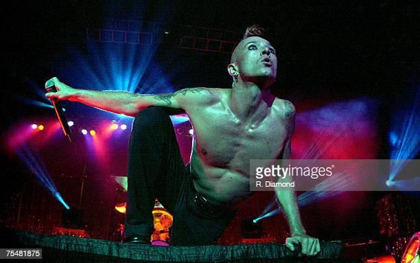 Scott Weiland of Stone Temple Pilots performs in Atlanta's Lakewood Amphitheater October 1 2000 at the Varoius Venues in Varoius Cities