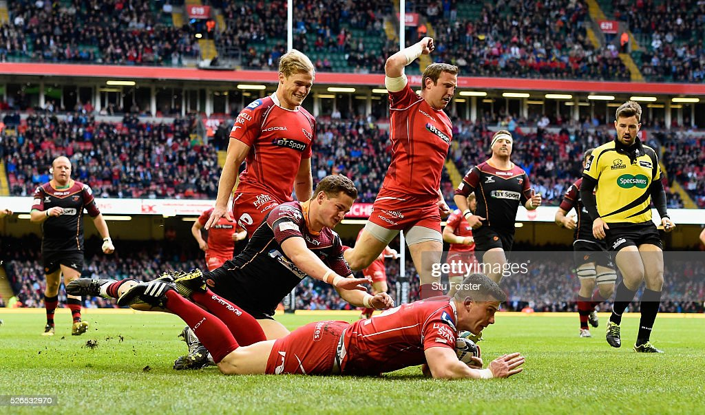 Scott Williams of the Scarlets crosses to score the first try during the Guinness Pro 12 match between Newport Gwent Dragons and Scarlets at Principality Stadium on April 30, 2016 in Cardiff, United Kingdom.