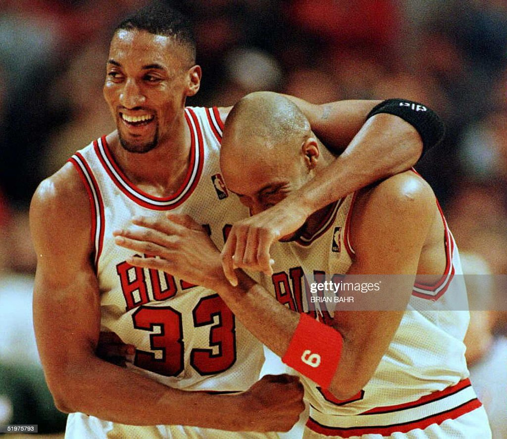 Scottie Pippen L and Ron Harper of the Chicago B