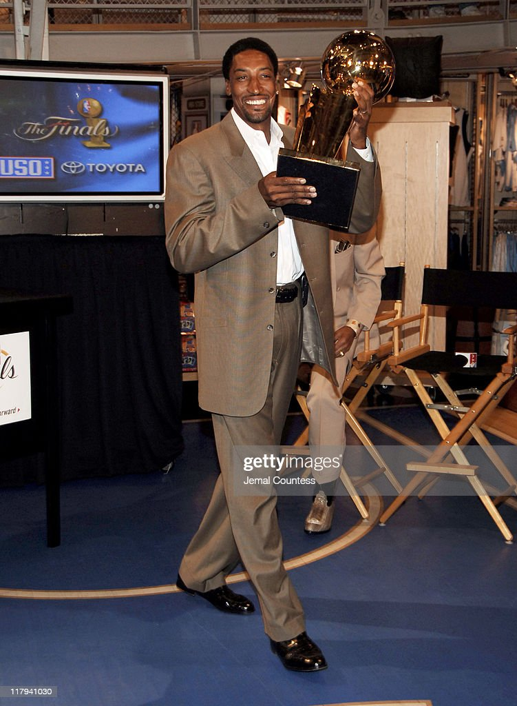 "NBA Legends Scottie Pippen and Walt ""Clyde"" Frazier Announce 2006 Finals Trophy"
