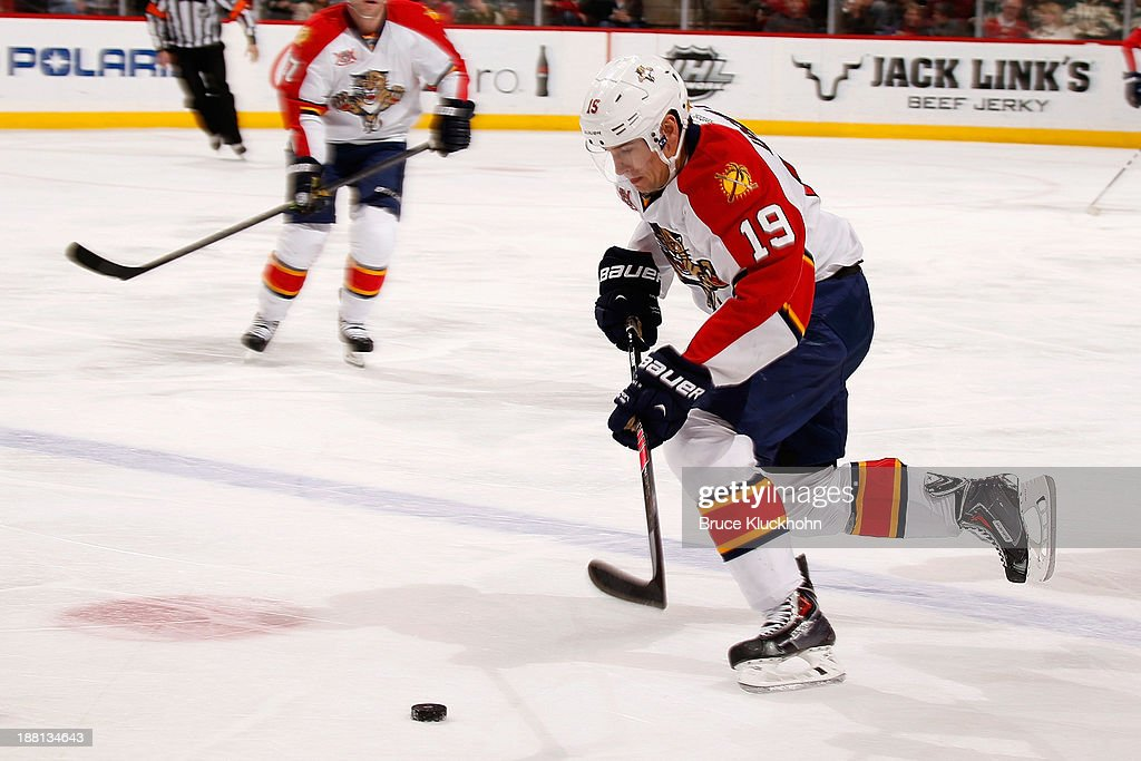 <a gi-track='captionPersonalityLinkClicked' href=/galleries/search?phrase=Scottie+Upshall&family=editorial&specificpeople=209198 ng-click='$event.stopPropagation()'>Scottie Upshall</a> #19 of the Florida Panthers advances the puck against the the Minnesota Wild during the game on November 15, 2013 at the Xcel Energy Center in St. Paul, Minnesota.
