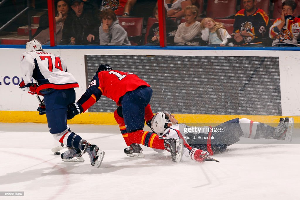<a gi-track='captionPersonalityLinkClicked' href=/galleries/search?phrase=Scottie+Upshall&family=editorial&specificpeople=209198 ng-click='$event.stopPropagation()'>Scottie Upshall</a> #19 of the Florida Panthers tangles with John Carlson #74 and <a gi-track='captionPersonalityLinkClicked' href=/galleries/search?phrase=Jack+Hillen&family=editorial&specificpeople=5088928 ng-click='$event.stopPropagation()'>Jack Hillen</a> #38 of the Washington Capitals at the BB&T Center on April 6, 2013 in Sunrise, Florida.