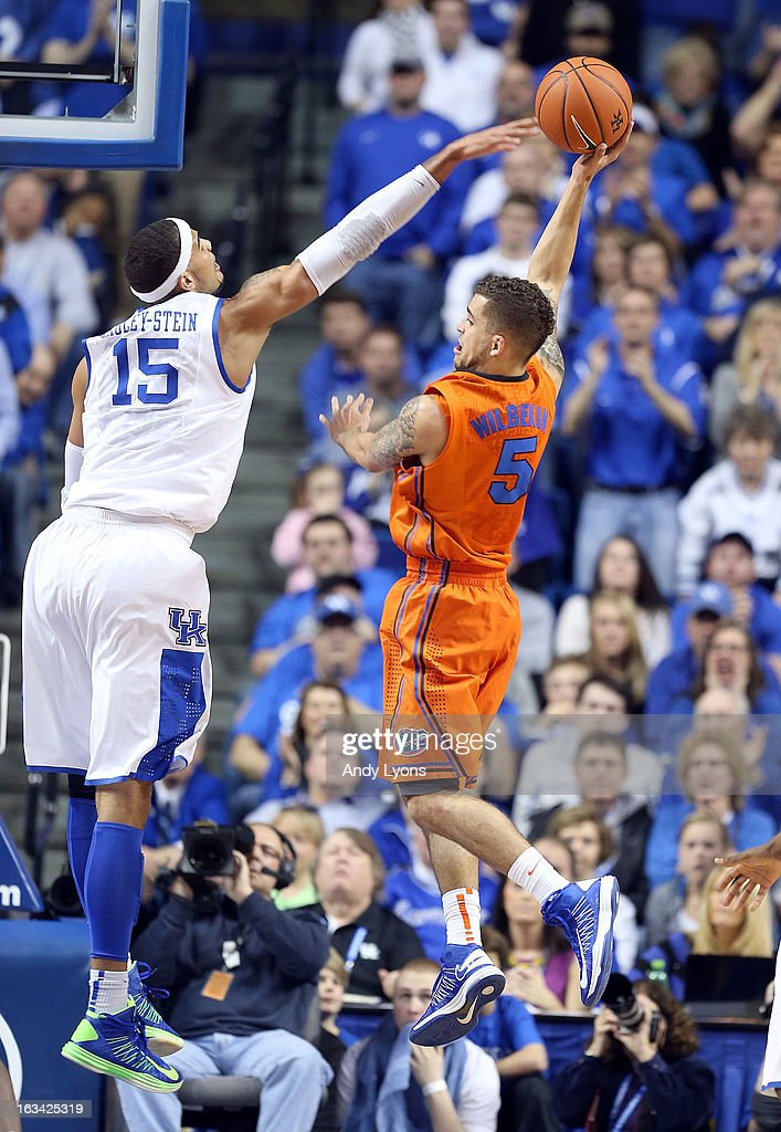 Scottie Wilbekin #5 of the Florida Gators shoots the ball while defended by Willie Cauley-Stien #15 of the Kentucky Wildcats during the game at Rupp Arena on March 9, 2013 in Lexington, Kentucky.