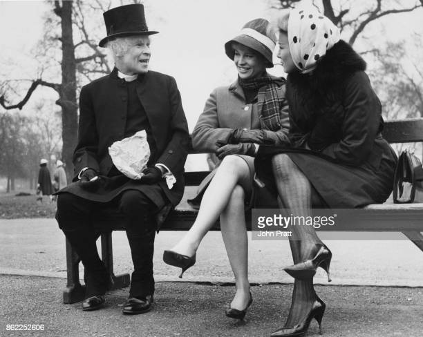 Scottish actor and comedian Stanley Baxter filming a scene for the comedy 'Crooks Anonymous' in Hyde Park London with actresses Julie Christie and...
