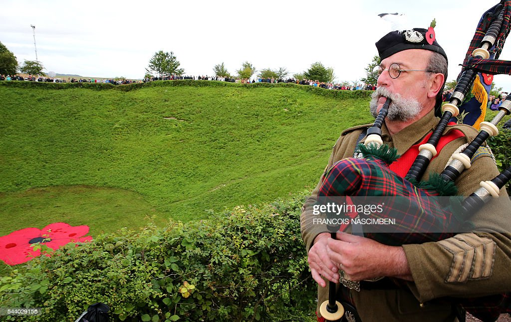 A Scottish bagpiper plays next to the Lochnagar Crater, a mine crater created after a British mine exploded, marking the launch of the British offensive against the German lines, at Ovillers-la-Boisselle on July 1, 2016 during a ceremony to commemorate the centenary of the battle of the Somme, one of the deadliest of the World War I (1.2 million killed, missing and wounded in five months). / AFP / FRANCOIS