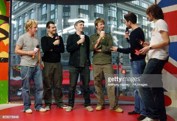 Scottish band Travis Andy Dunlop Neil Primrose Fran Healy and Dougie Payne with presenters Dave Berry and Alex Zane during their guest appearance on...