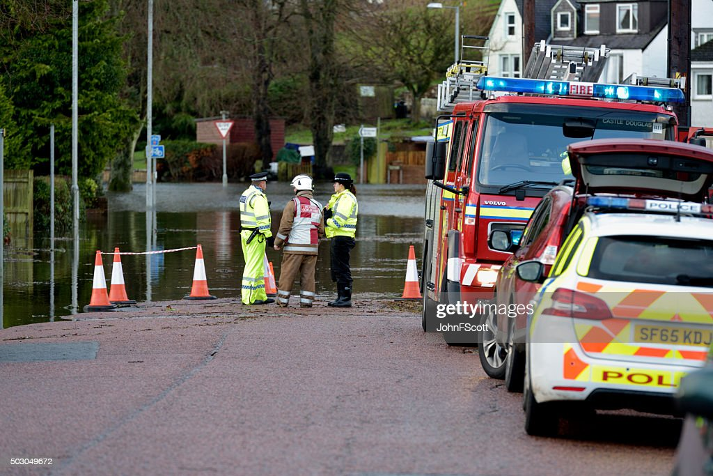Scottish fire brigade personnel and police attending a flood : Stock Photo