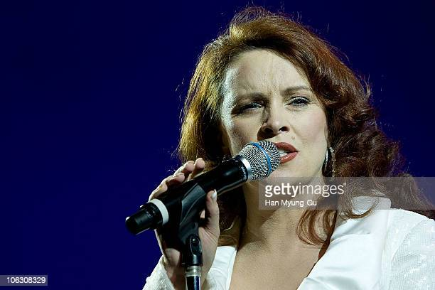 Scottish recording singer Sheena Easton performs during The Chaum Antiaging Life Centre Opening Party at Chaum on October 28 2010 in Seoul South...